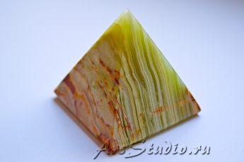 Пирамидка из оникса